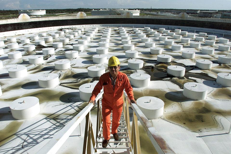 Производство на рынках нефти и промышленных металлов стало сокращаться, меняя баланс спроса и предложения