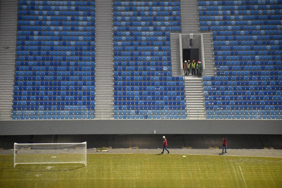 Ранее в четверг прямой куратор строительства стадиона, вице-губернатор Петербурга Игорь Албин объяснил продление сроков сдачи стадиона «Зенит-арена» на три месяца