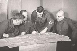 Обе игры завершились победой стороны, которой руководил Георгий Жуков (второй слева)