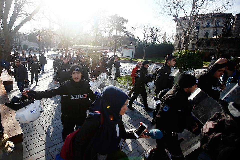 Произошел мощный взрыв на площади Султанахмет в Стамбуле