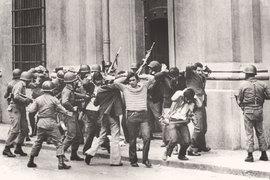 К числу основных факторов, обеспечивавших экономическое чудо, надо отнести и военный переворот, как, например, в Чили в 1973 г.