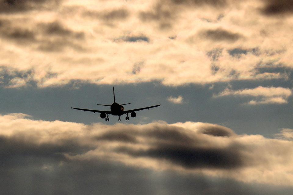 Особенно пострадают ритейлеры, гостиничные операторы и авиакомпании, которые берут в лизинг на долгий срок недвижимость и самолеты