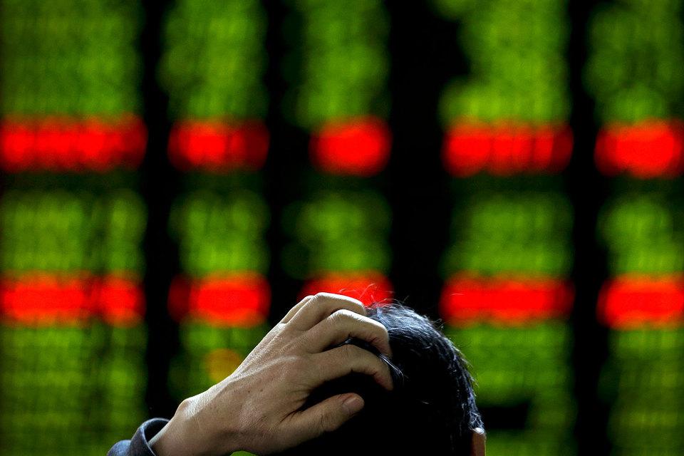 Во время обвала на фондовом рынке CSRC и НБК упрекали в том, что их действия, в том числе по поддержке курса юаня, противоречили друг другу