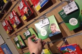 В принадлежащих МТС салонах «Телефон.ру» обнаружились упаковки с sim-картами оператора, стилизованные под его конкурентов
