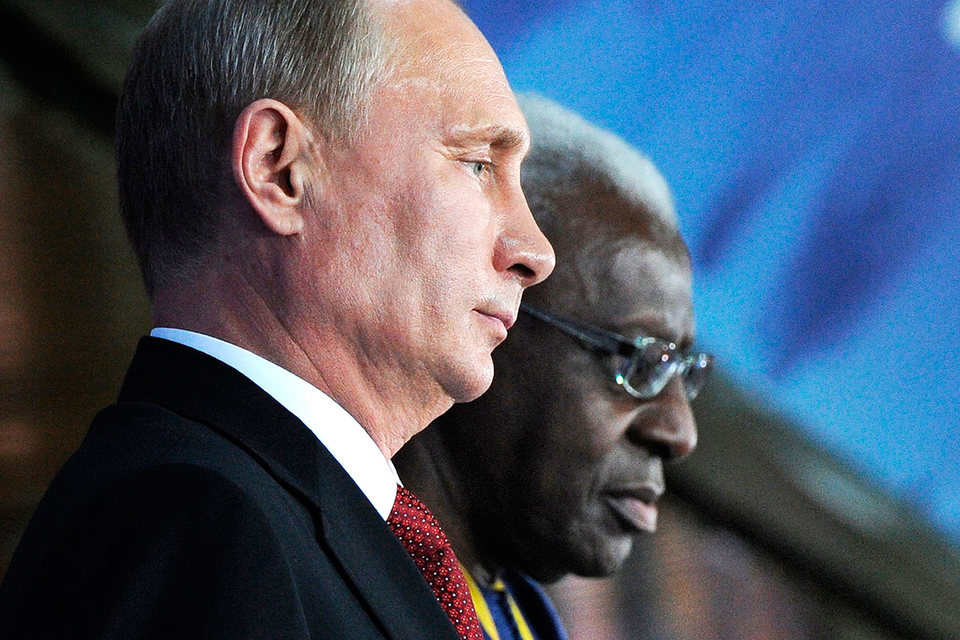 Президент России Владимир Путин и экс-президент IAAF Ламин Диак