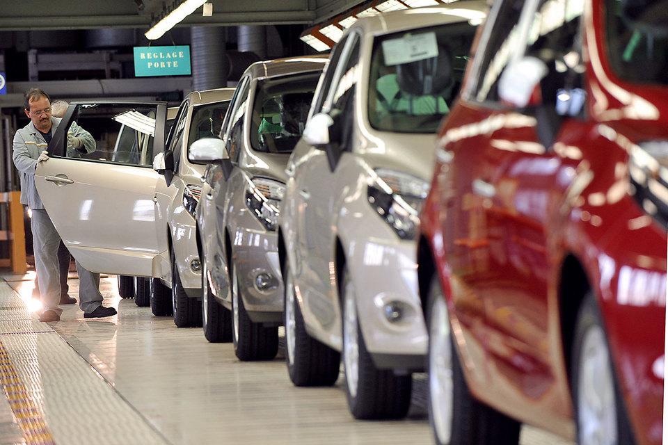 Французские чиновники решили проверить не только техцентры Renault, но и производство