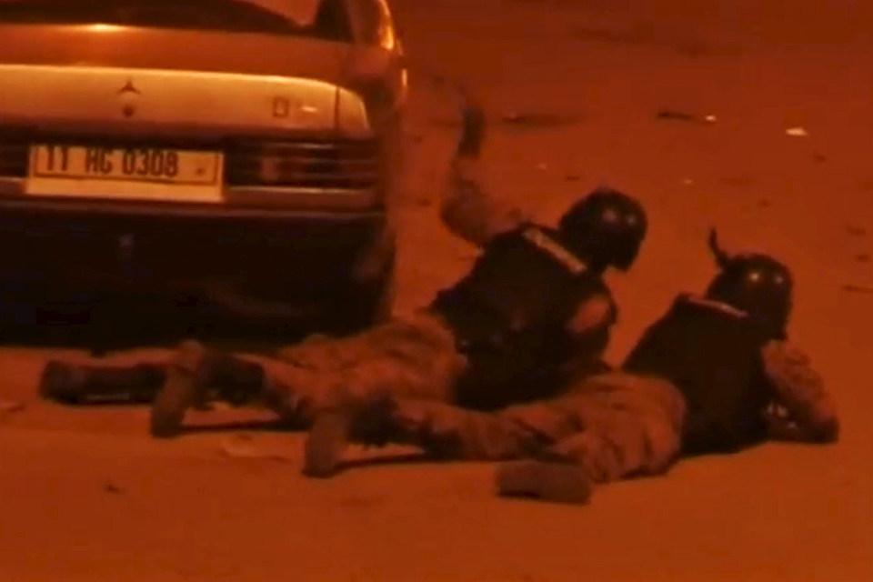 Захвату отеля предшествовало нападение на ресторан в центре Уагадугу, где также имеются жертвы