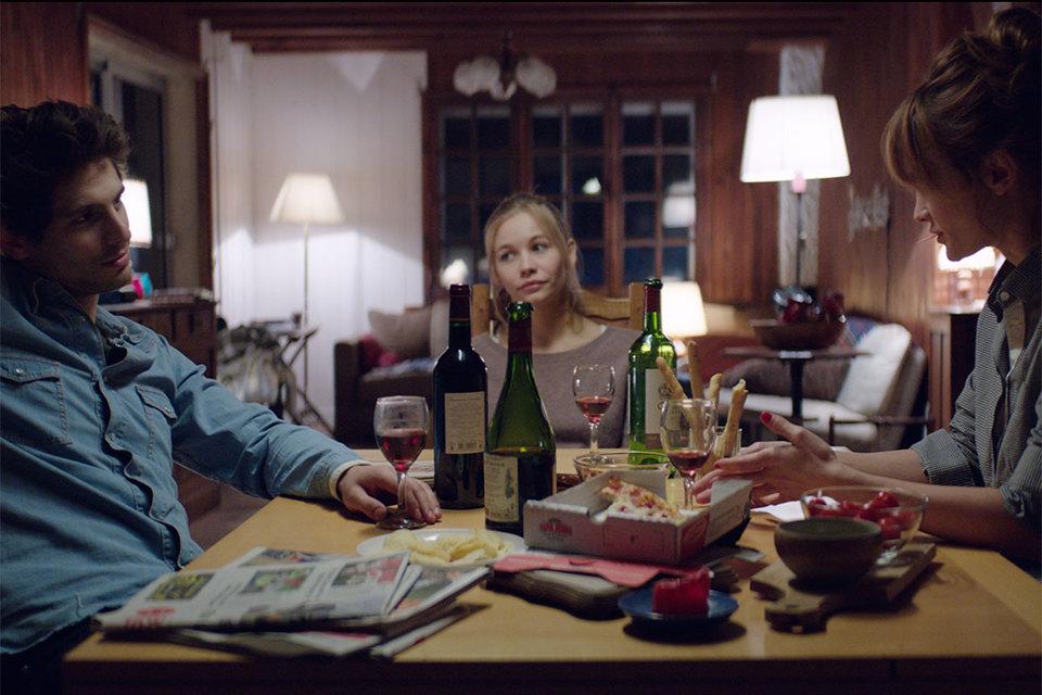 Герои Александра Молочникова, Дарьи Чаруши и Светланы Устиновой умеренны почти во всем, фильм тоже