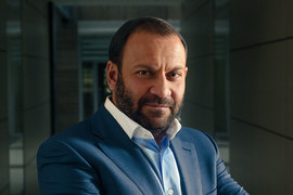 Бывший председатель правления «Связного банка» Евгений Давыдович станет президентом ритейлера «Связной» вместо Майкла Тача