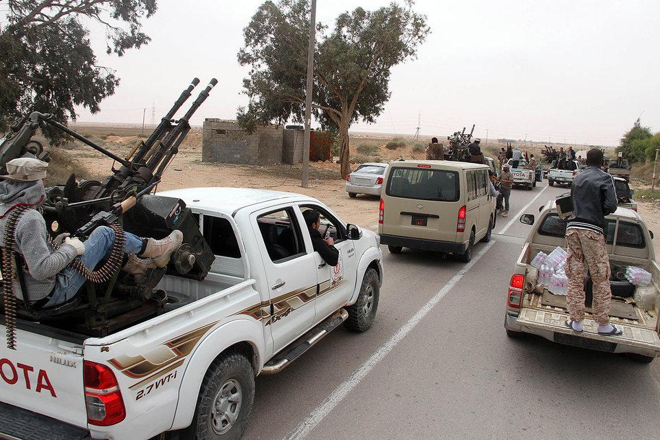 Угроза дальнейшего захвата власти «Исламским государством» (ИГ, запрещенная в России организация), по мнению экспертов, и стала настоящей причиной активизации работы ООН по созданию коалиционного правительства в Ливии