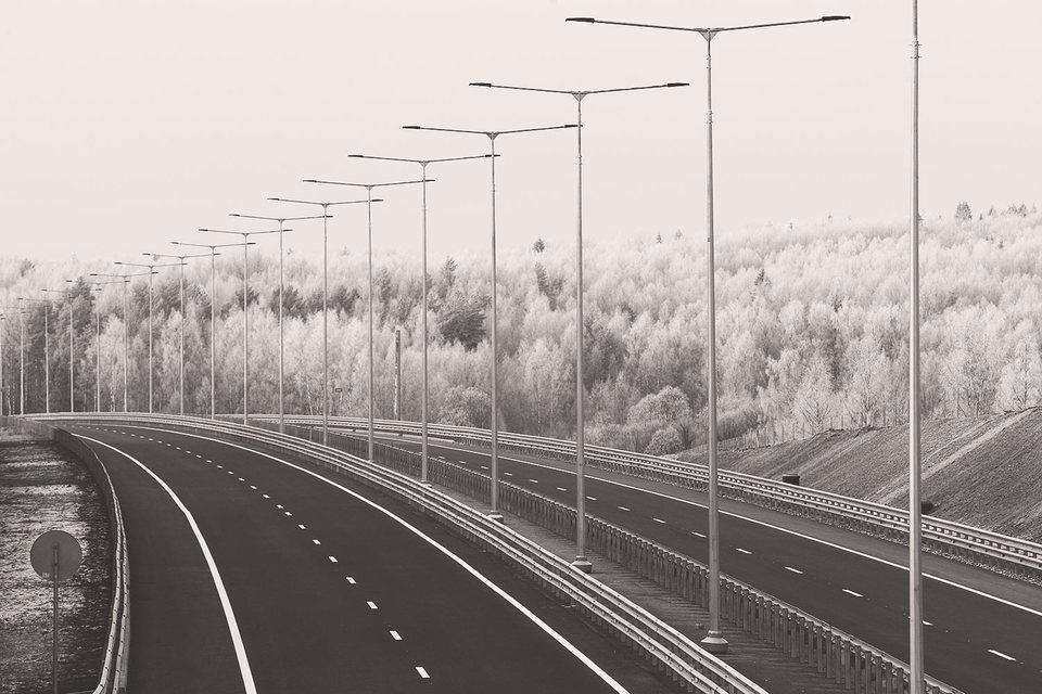 При нынешних издержках инфраструктурное строительство экономике не помогает. Вы строите новую дорогу, но изымаете из конкурентных секторов столько ресурсов, что машин по ней ездит меньше, чем по старой