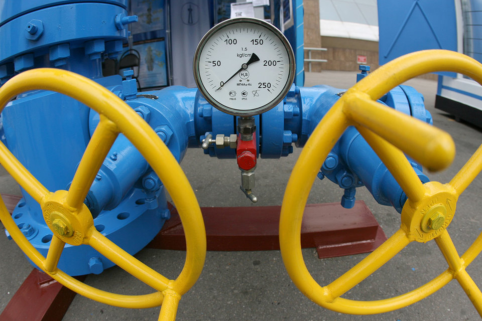 Согласно условию take-or-pay («бери-или-плати») «Нафтогаз Украины» должен был приобрести за этот период как минимум 10,485 млрд куб. м