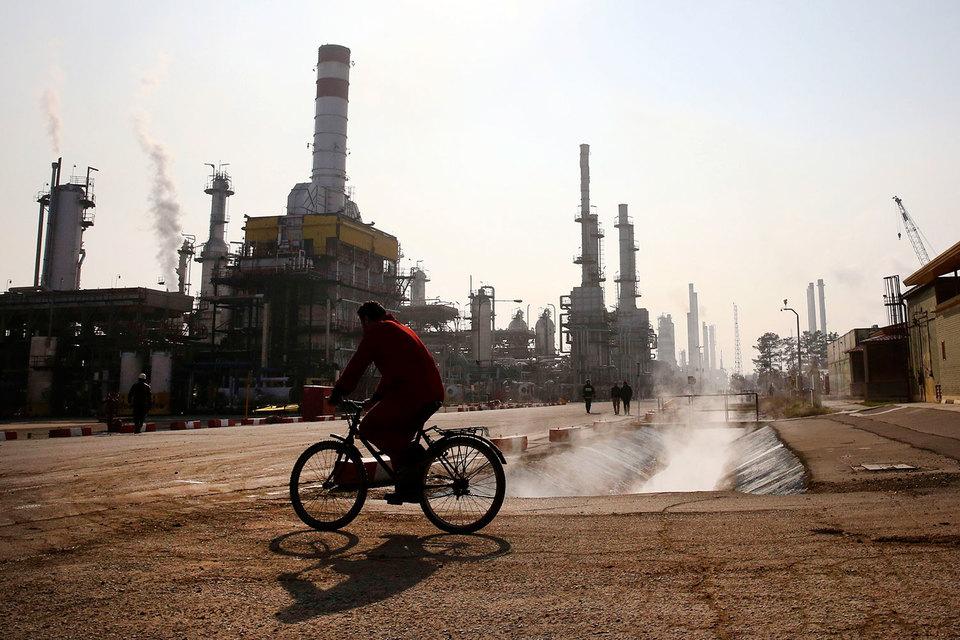 Иран хочет вернуть свою долю на нефтяном рынке, но сделать это будет непросто
