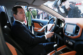 Автопроизводители хотят обсудить с премьером Дмитрием Медведевым меры поддержки