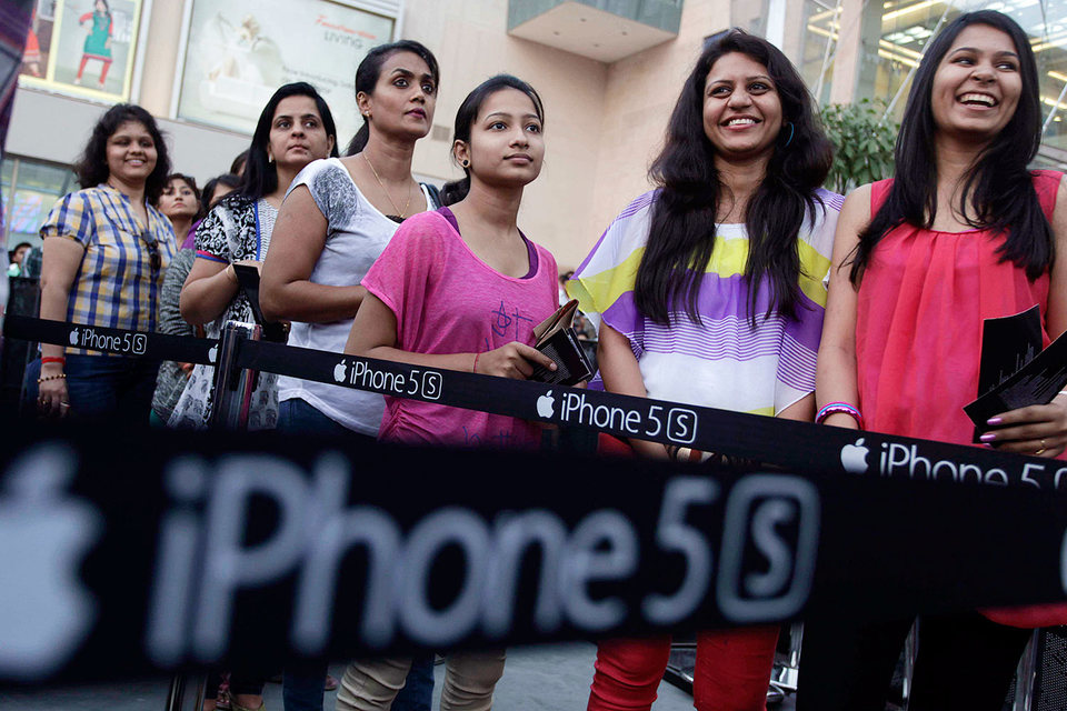 До сих пор сравнительно дорогие смартфоны iPhone не слишком успешно продавались на индийском рынке
