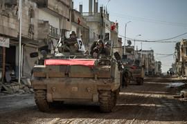 Байден обсудил с Давутоглу, как США и Турция – союзники по блоку НАТО – могут дальше помогать арабским инсургентам-суннитам