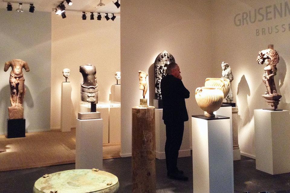 Античные древности на ярмарке представлены в ассортименте