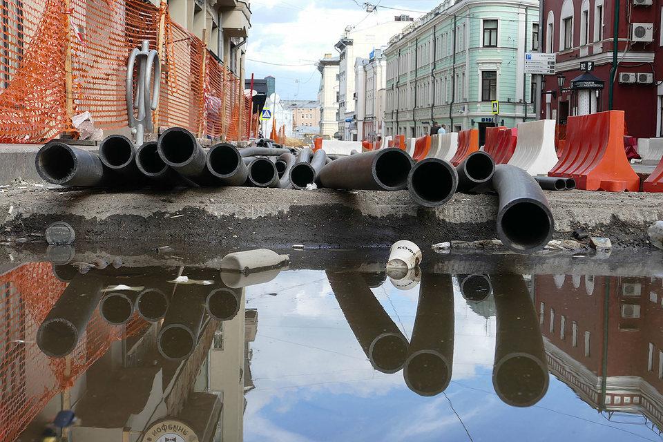 В 2015 г. большая часть доходов от платной парковки в Москве пошла на перекладку труб, асфальта и бордюров по городской программе «Моя улица» (на фото – реконструкция Большой Никитской улицы)