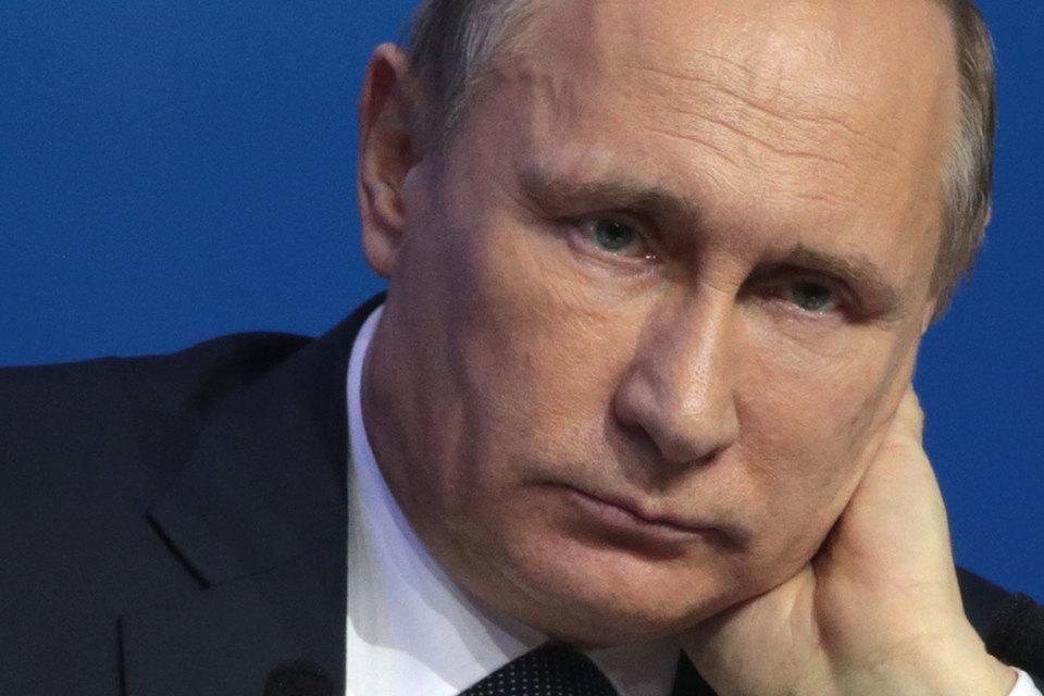 Путин обратил внимание на то, что существующие сложности в российской экономике дают определенные возможности, например, в сфере сельского хозяйства, а также в промышленности