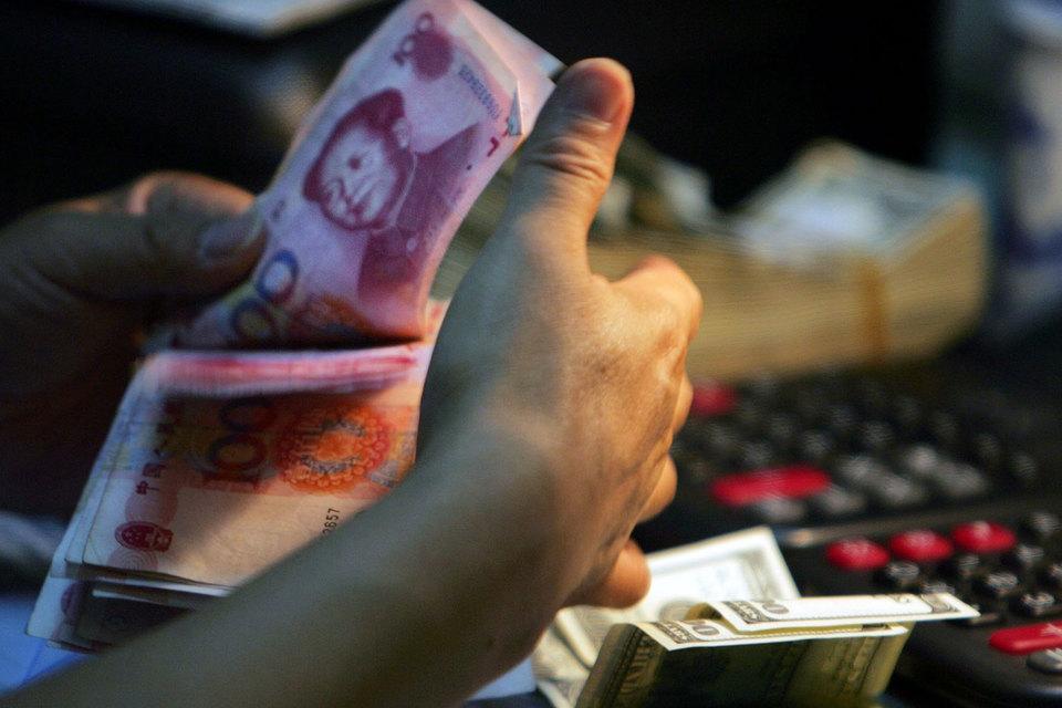 В 2015 г. китайские валютные резервы сократились на $513 млрд, а в январе – еще на $300 млрд – до $3 трлн. НБК тратил их на покупку юаня, чтобы сдержать его девальвацию