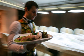 Некоторые поставщики ресторанов и кафе повысили цены в разы
