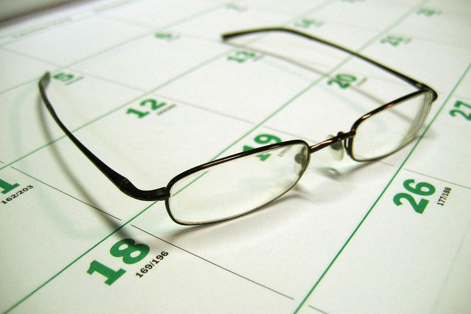 В публичных компаниях директора уделяют работе в среднем 248 часов в год