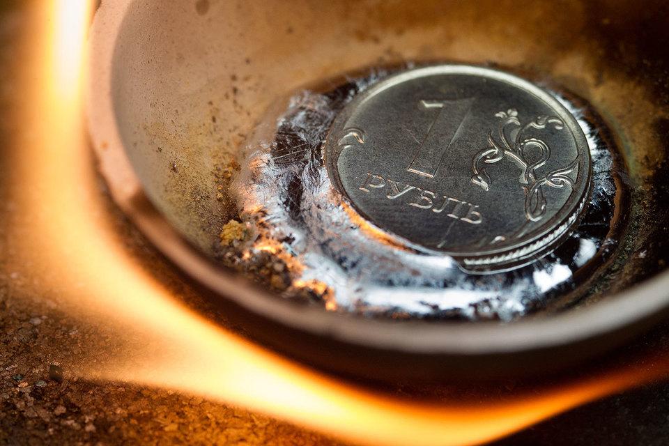 Курс доллара превышал 82 рубля, евро – 89 рублей