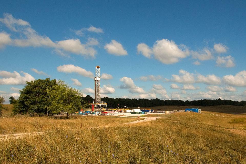 Крупнейшие производители сланцевой нефти США снижают инвестиции, не выдержав низких цен на нефть