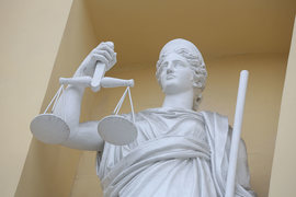 В России коррупция идет рука об руку с репрессиями, считают в TI