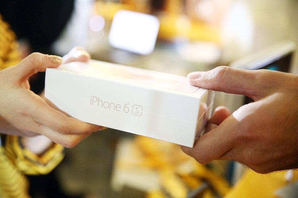Apple прогнозирует первый с 2003 года спад продаж iPhone