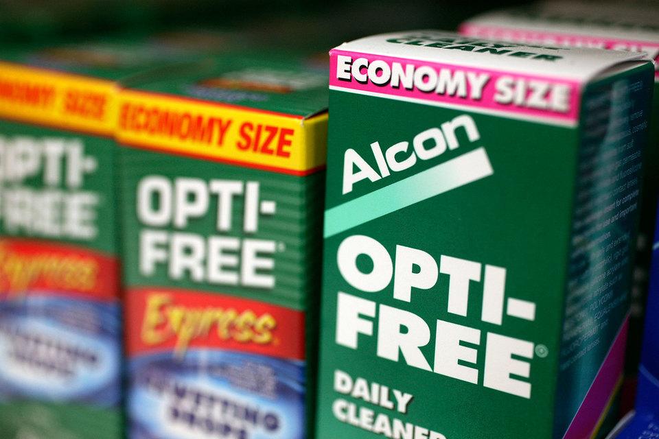 Alcon сконцентрируется на продаже контактных линз и оборудования для лечения катаракты