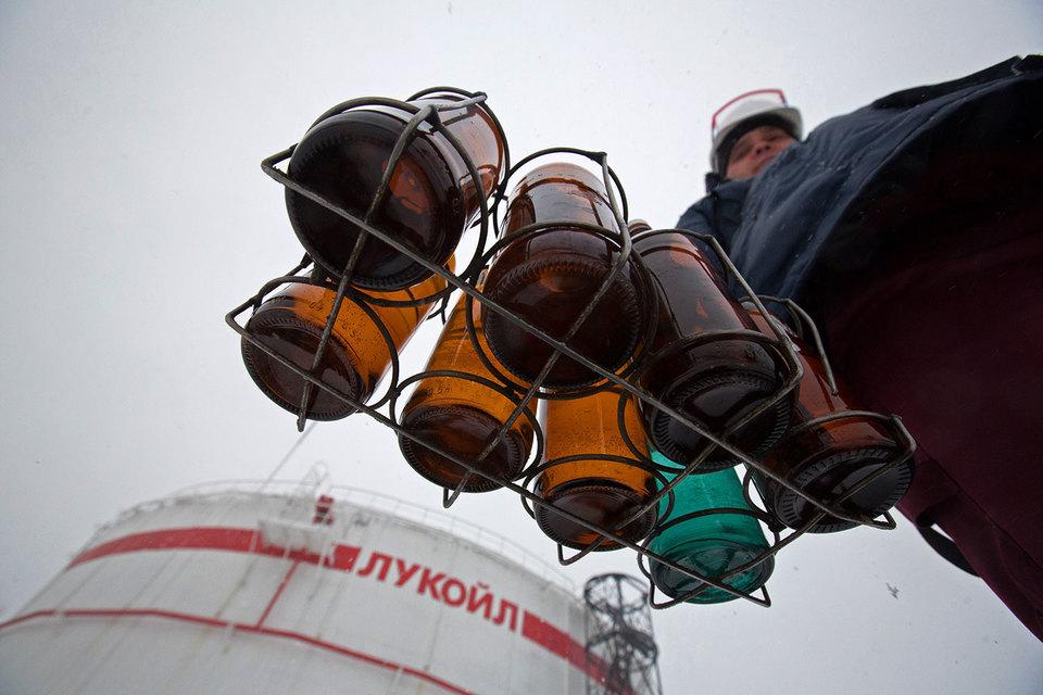 «Лукойл» обсуждает возможность организации своповых поставок нефти в Иран со своих месторождений на Каспии, передал «Интерфакс» со ссылкой на заместителя министра энергетики Анатолия Яновского