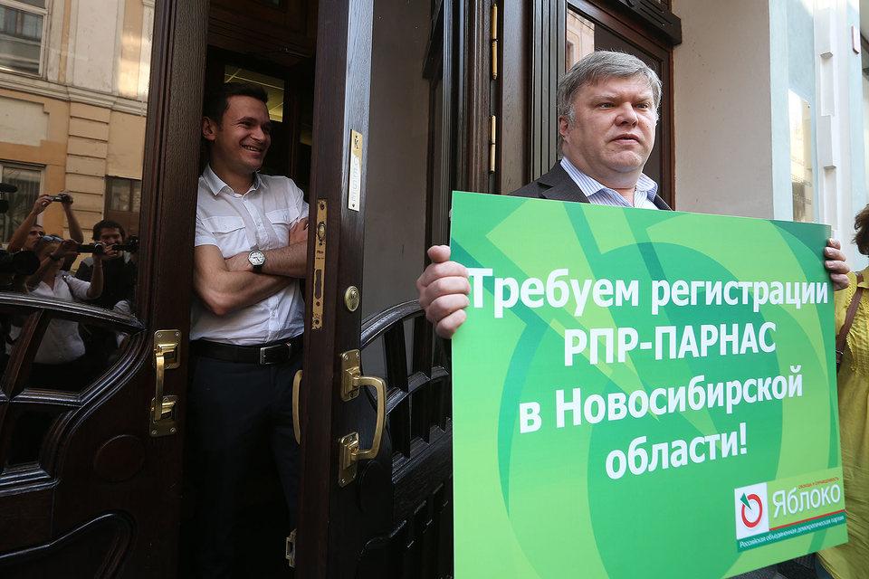 Летом 2015 г. «Парнас» Ильи Яшина (слева) и «Яблоко» Сергея Митрохина уже имели общие цели