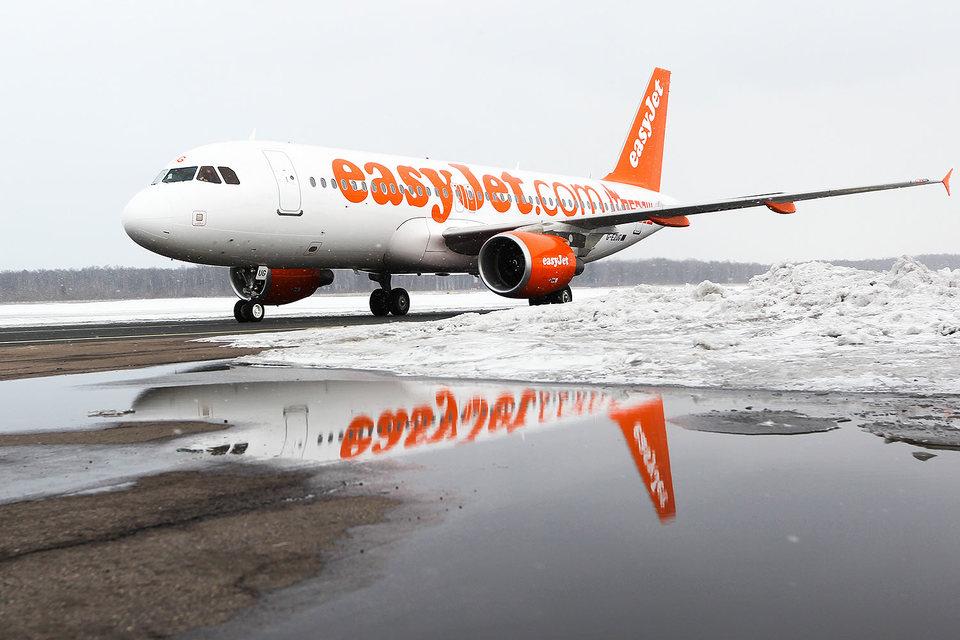 Самолеты EasyJet при выполнении каждого рейса в среднем проезжают по земле 20 минут