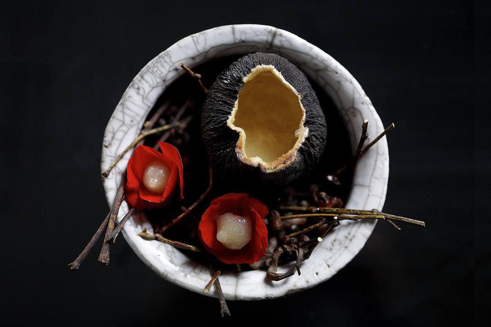 Концепция «Традиционные русские продукты в современной обработке» в 2015 году принесла Владимиру Мухину успех. В этом году он продолжает исследовать гастрономические традиции и интерпретировать их по-новому