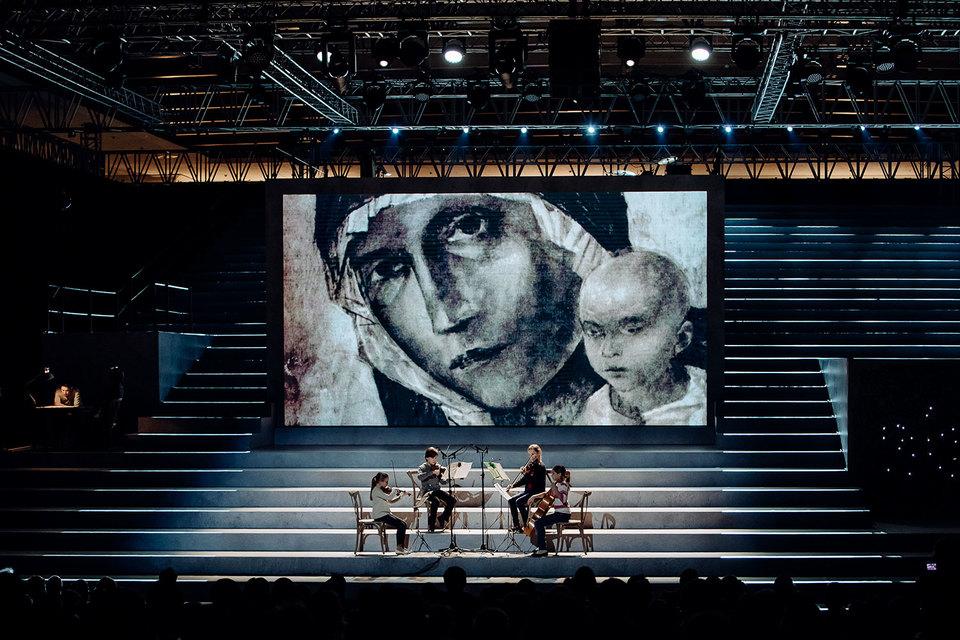 Великая картина Петрова-Водкина прекрасна в любом воспроизведении