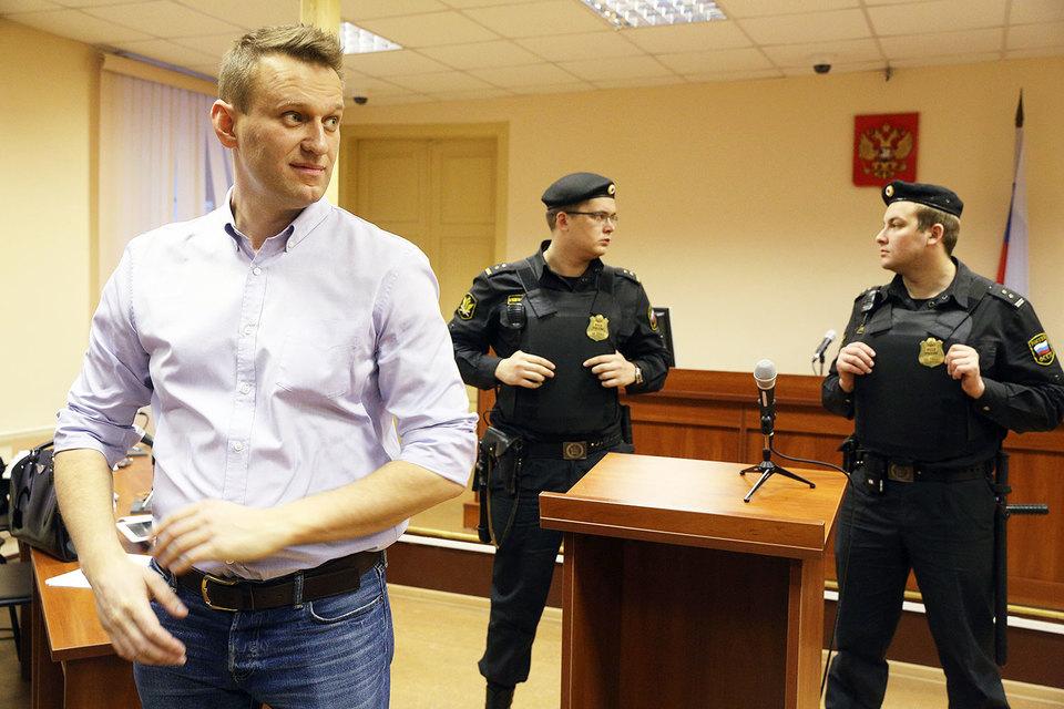 Прокуроры попросили для Алексея Навального по делу «Кировлеса» пять лет лишения свободы условно