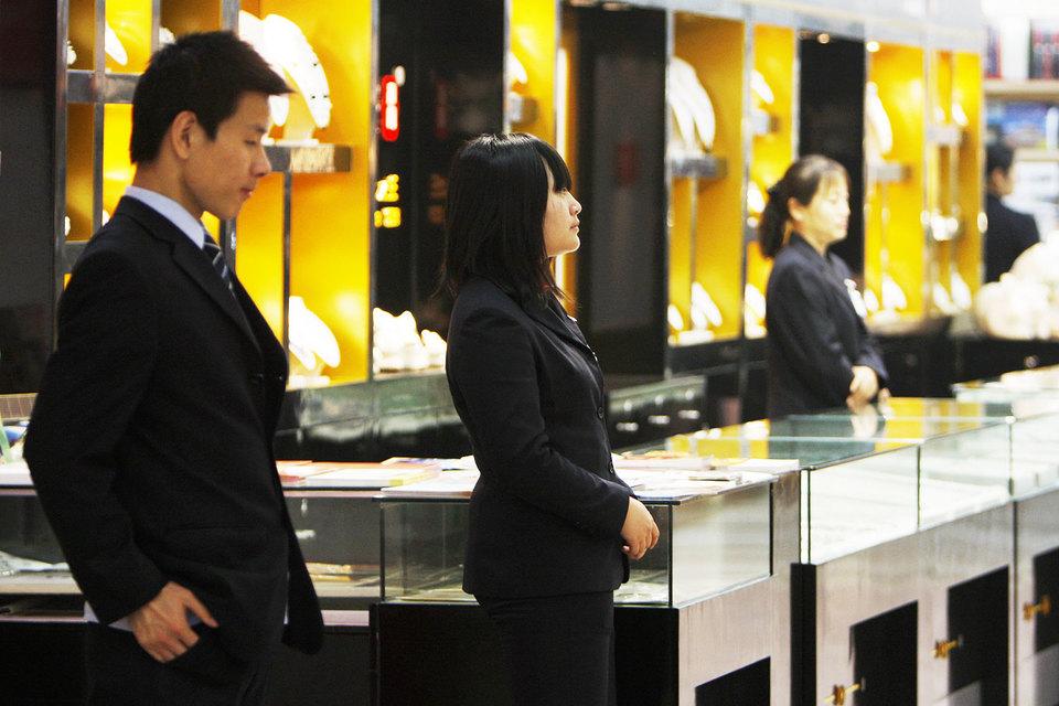 Цены на товары класса люкс в Китае приблизились к ценам в других странах