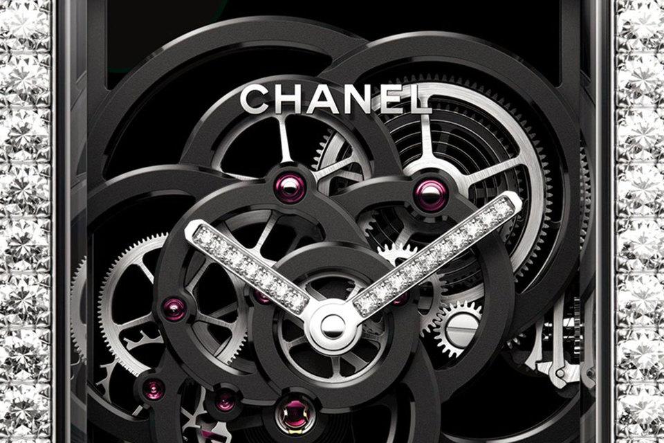 На создание часов Premiere Camellia Skeleton, оснащенных механизмом собственного производства, ушло три года