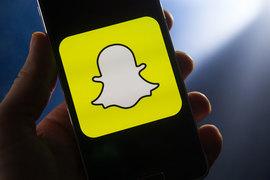Интерфейс Snapchat позволяет бесконечно смотреть видео, и это не требует от пользователя постоянного выбора