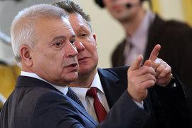 До сих пор Вагит Алекперов (на снимке слева от предправления «Газпрома» Алексея Миллера) ни разу публично не предлагал что-либо изменить на российском газовом рынке