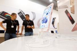 Большинство ритейлеров установили и удерживали на iPhone 6S и iPhone 6S Plus одинаковые цены