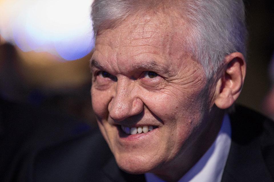 Тимченко отметил, что семье принадлежит не контроль, но «минимум половина»