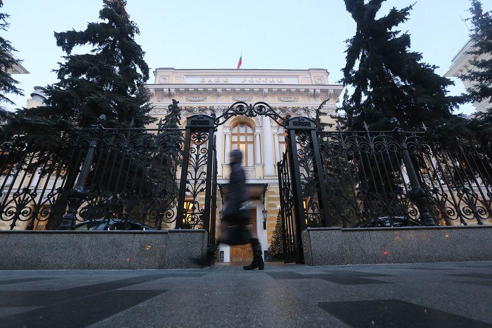 Инвестор с суммой счета более 400 000 руб. может претендовать и на инструменты сверх инвестиционного профиля, добавляет представитель ЦБ
