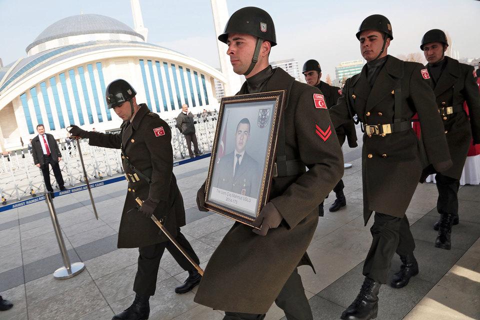Похороны турецких военных, погибших при ударе ВКС России