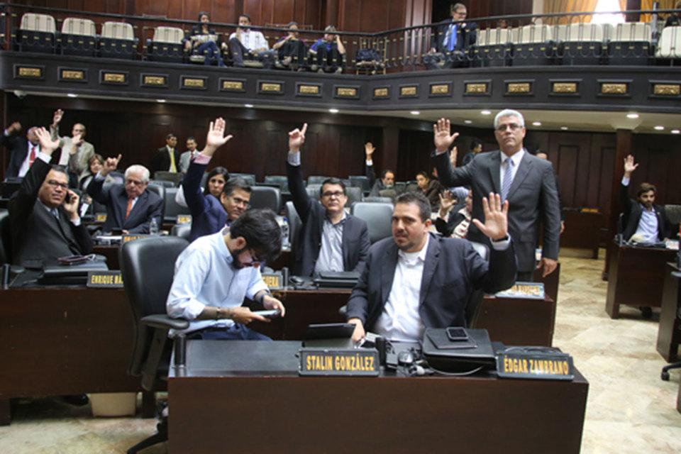 Парламент назвал «изменой» продажу государственной собственности правительством, единогласно выразив протест против сделки