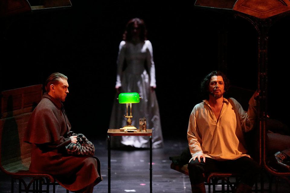 В центре оперы по полифоническому роману – любовный треугольник