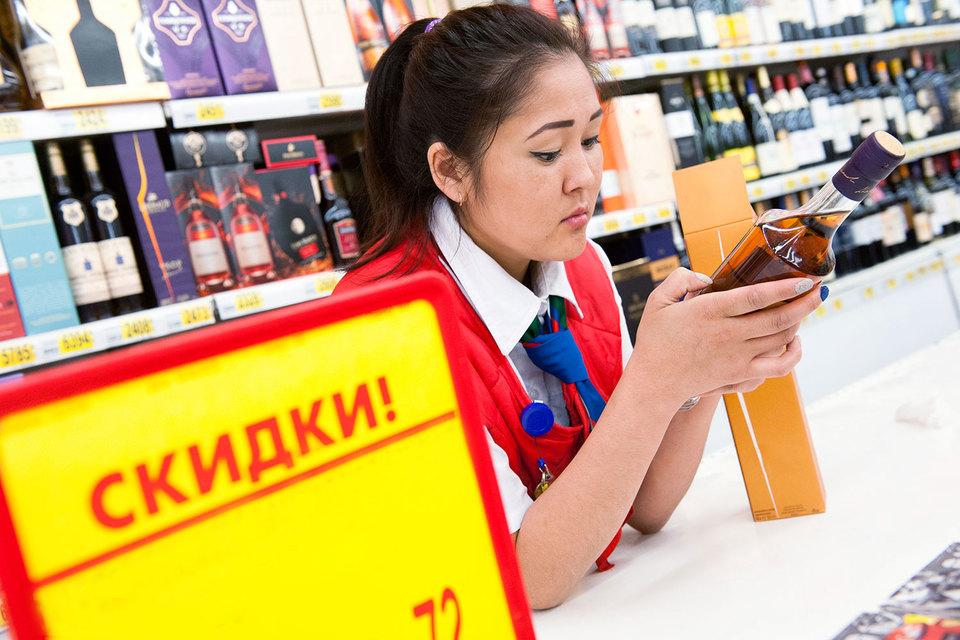 Алкоголь без скидки готовы покупать далеко не все россияне – в кризис это дорогое удовольствие