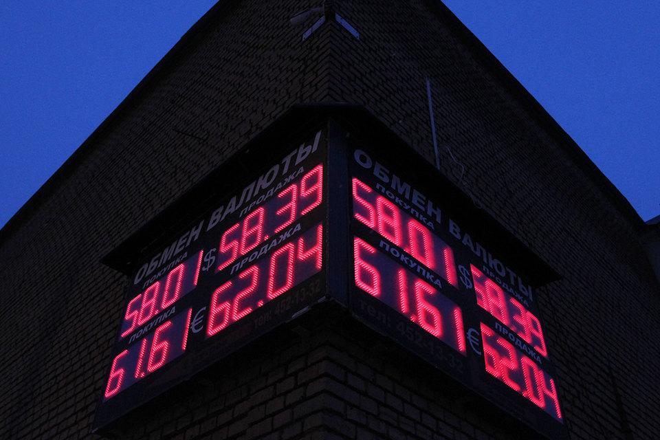 Рублю помогли цены на нефть и обещания ЦБ не снижать ставку