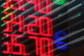 Последний раз ниже отметки в 58 рублей доллар торговался в июле 2015 г.